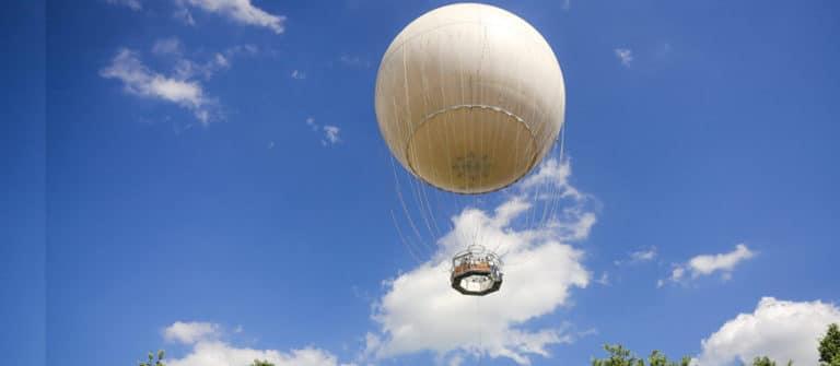 Street View Trusted nas Nuvens Com Balão de Turim